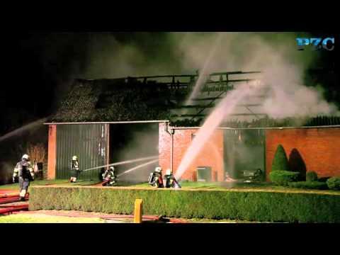 Uitslaande brand in dubbele schuur bij Koewacht
