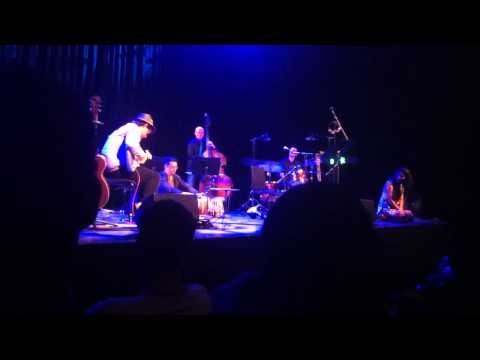 Khiyo performing Ami
