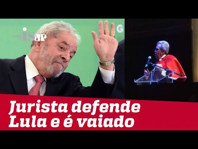 Jurista petista é vaiado ao defender Lula em colação de grau