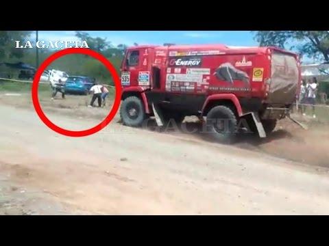 Rally Dakar: por sacarse una foto, casi terminan atropellados por un camión