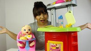 Aşçı Seval ile Bebek Alive - Seval Abla Bebek Alivenin Karnını Doyuruyor Kız Oyunu