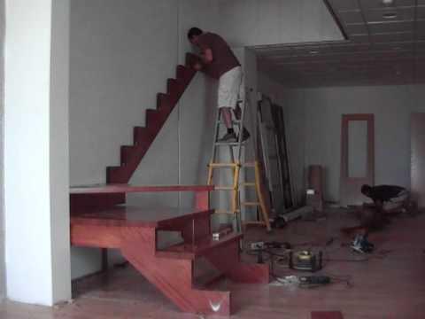Fabricacion de escalera de madera for Construir escalera interior