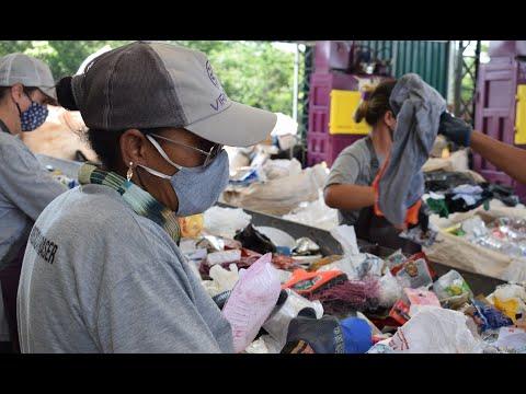 Cooperativa ajuda mulheres a terem renda em Santa Bárbara
