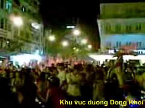 Co dong vien an mung chien thang Viet Nam vo dich AFF CUP 2008