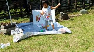 長女4歳1ヶ月。次女1歳5ヶ月。 庭でお絵かきとプールをして遊びまし...