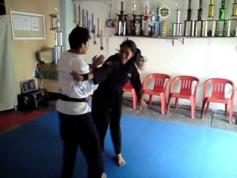 Defensa personal ante agarres al cuerpo - Explosive Martial Arts Academy
