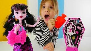 #MonsterHigh #Drakulaura kutusu açıyoruz. YENİ Oyuncak elbise dolabı. #KızOyunları izle