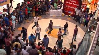 FLASH MOB conducted by Cardiology Dept of SUNRISE Hospital at OBERON mall Kochi.VOB