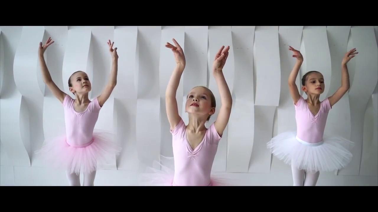 Для того, чтобы максимально сохранить целостность и отличный внешний вид балетной пачки, её следует перевозить в специальном чехле для пачки. Сумка компактна и не занимает много места, имеет надежные ремни и может вмещать в себя до нескольких костюмов. Круглый показать полностью ….