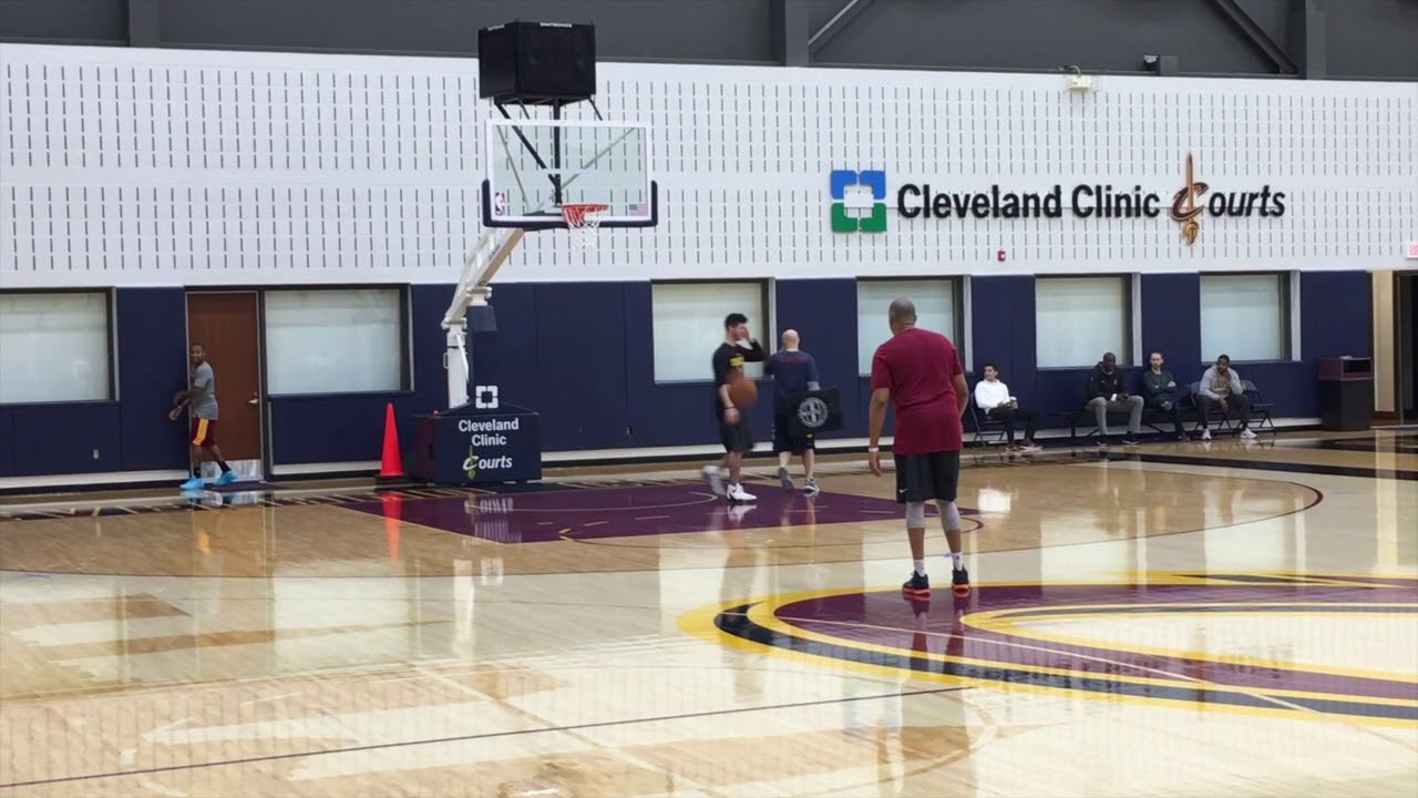 isaiah-thomas-goes-through-contact-drills-following-cleveland-cavaliers-shootaround-wednesday