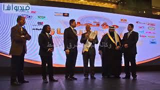 بالفيديو: السفير علي خليل أمين عام مجلس الوحدة العربية يمنح اللواء سامح لطفي وسام