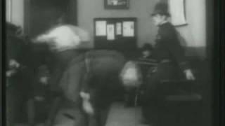 Charles Chaplin-La Calle de la Paz (Easy Street) (II)
