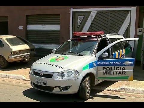 Polícia resgata animal que sofria maus tratos do próprio dono | Primeiro Impacto (11/10/17)