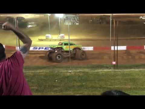 Dixie speedway fall monster truck nationals freestyle