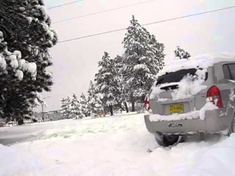 Hyundai Tucson playing in the snow