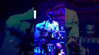 "Chris Lane ""Take back home girl"" acoustic Myrtle beach, SC. 3/19/18"