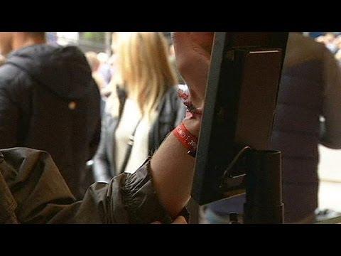 Au Danemark, un bracelet pour payer la note