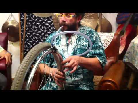 TV3 - No me les puc treure del cap - Xavi Lozano toca una cadira de rodes