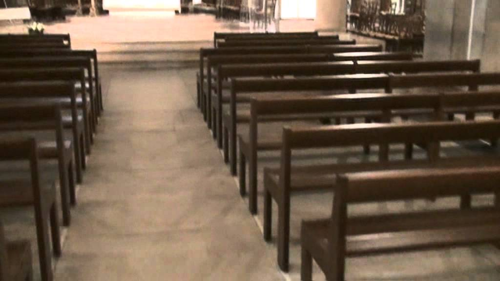 bancs d 39 eglise en h tre massif mobilier liturgique com youtube. Black Bedroom Furniture Sets. Home Design Ideas