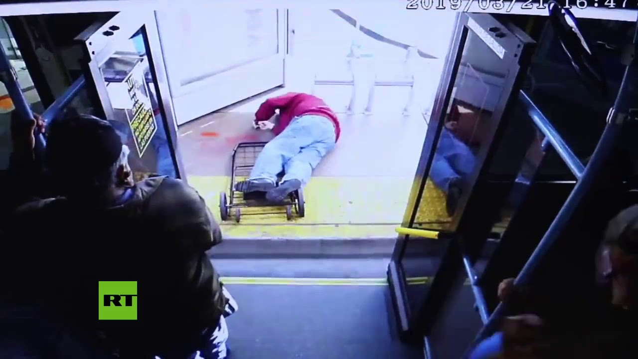 Moment elderly man is pushed from bus, leading to fatal injuries (Free This Sista)