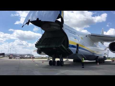 An-124 nose cargo door opening