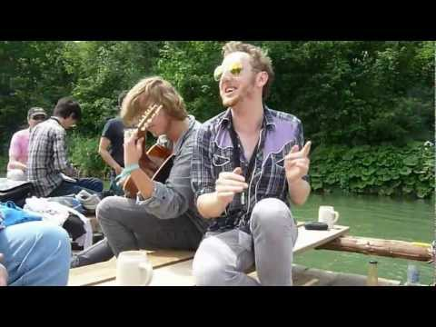 Behind the Sunglasses | Floßfahrt: Rollin' on the River