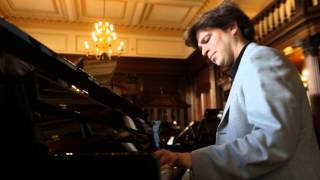 Dominic Piers Smith and the Yamaha Clavinova CLP-585