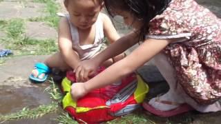 mainan anak anak balon karakter car mcqueen toys    balon udara di isi air   videos for kids