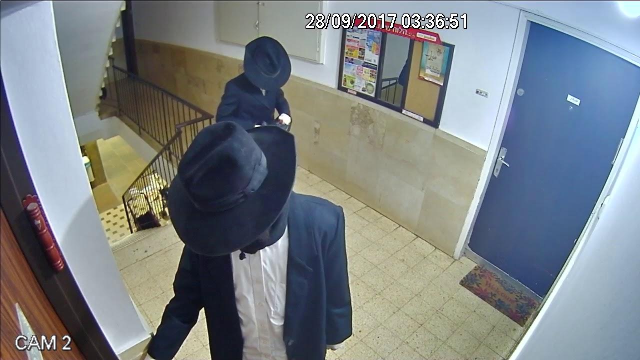 """פעילי הפלג משחיתים את דלת ביתו של הגר""""י רוזן ראש ישיבת אור ישראל"""