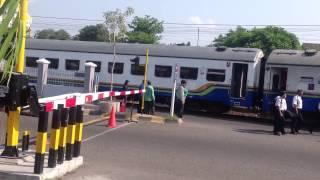 Kereta Api Senja Utama bingung mondar mandir salah jalur