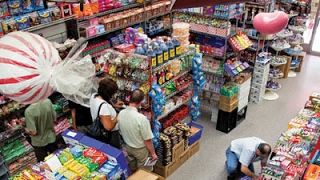 The World Greatest Candy Shop | Economy Candy | Saveur 360 thumbnail