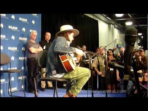 John Mayer Plays A Martin 00-45SC
