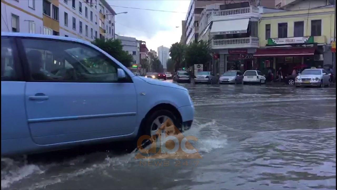 Reshjet e shiut permbytin rruget e Durresit | ABC News Albania
