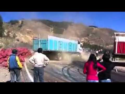 accidente de camion en bolivia - YouTube