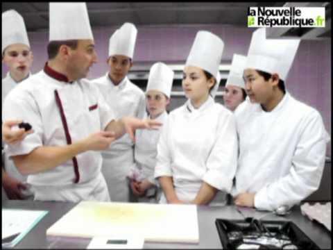 Blois un professeur de cuisine donne un cours sur la for Professeur de cuisine