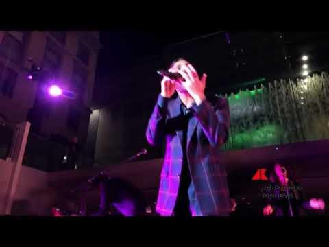 Download Mengoni, esclusiva performance live da Piazza Liberty Mp4 baru