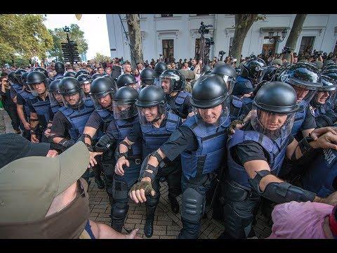 Беспорядки возле мэрии: