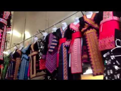 Hmong Milwaukee Lub Tajlaj Ponsavan free market in Wisconsin