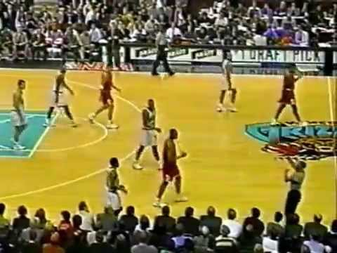Dennis Rodman (2pts/22rebs/6asts) vs. Grizzlies (1998)