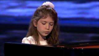 Julia speelt Mozart op de piano  - SUPERKIDS