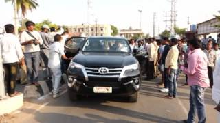 సీఎం కేసీఆర్ సొంత ఊరులో రేవంత్ కాన్వాయ్ || Revanth Reddy convoy in CM KCR Native Village