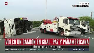 Volcó un camión en Gral. Paz y Panamericana