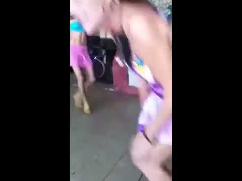 Chicas bailando en ropa interior - 1 6