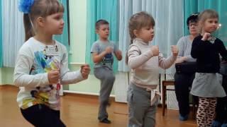 Урок ритмики у Ильи в Школе Радости