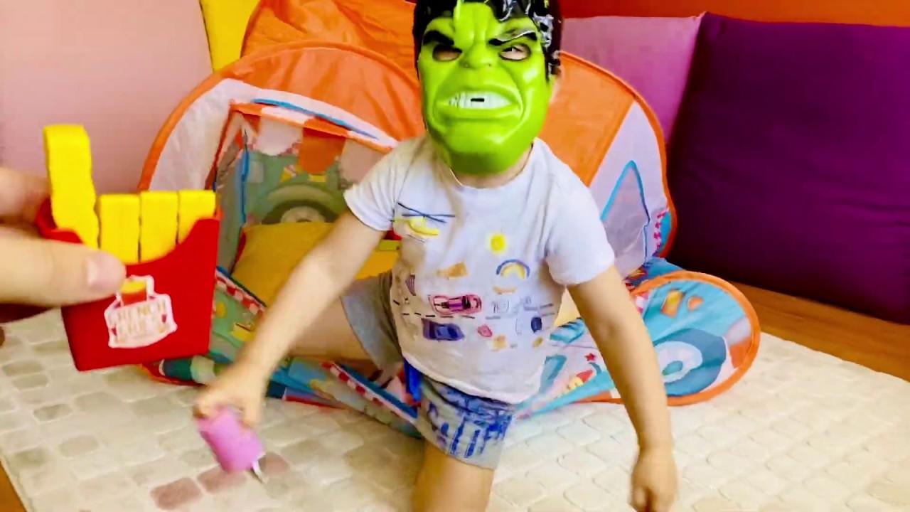 Hulk Oyun Maskesi İle Emir Bizi Korkuttu Sonra dondurrma verdi çizgi film | Eğlenceli Çocuk Videosu