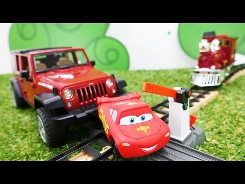 Jip Sıkışan McQueen'e Yardım Ediyor. Araba Oyunu