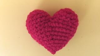 Сердечко амигуруми