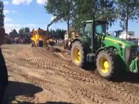 Traktorpulling Kirovets 701 Vs. John Deere 8530 Rühlow Sommerdreschfes 2016