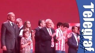 Dejan Savićević tokom pesme Delija o Uefi i Kosovu