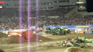 Monster Jam 2009 - Grave Digger freestyle (Raymond James Stadium - Tampa, Florida)